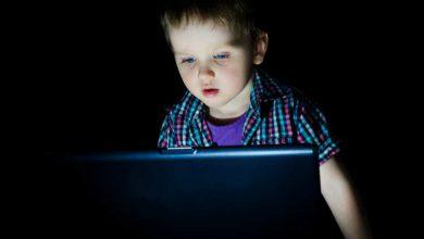 تصویر از آیا تبلیغات تلویزیون و اینترنت به عادات غذایی نامناسب کودکان دامن می زند؟
